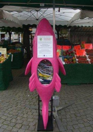 Pink Zander – der Gebraucht-Plastiktüten-Spender auf dem Spandauer Markt